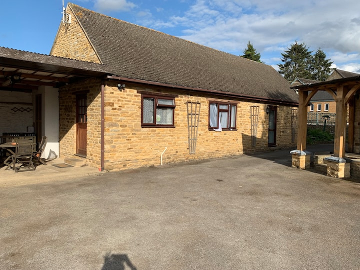 2 bed detached bungalow in beautiful village