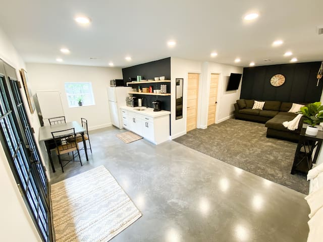 Brand New Basement Apartment Near the Smokies