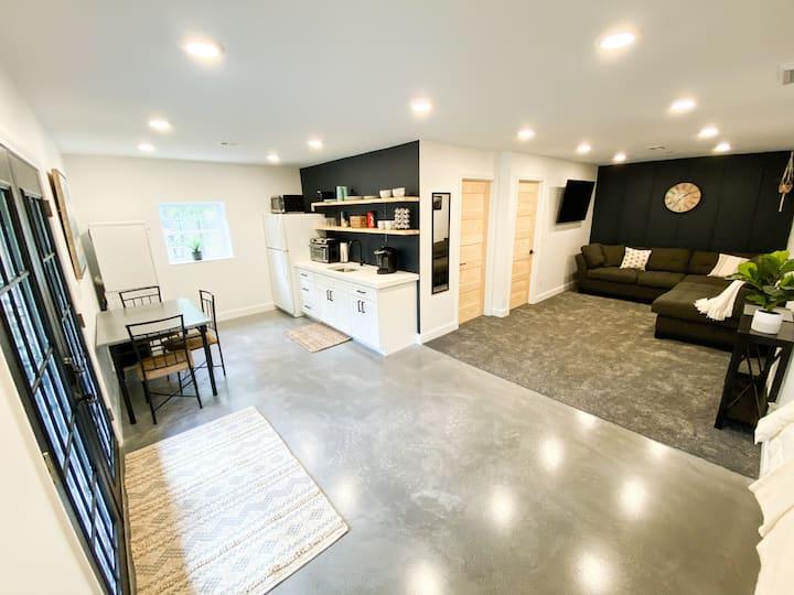 Cozy Basement Suite Near the Smokies