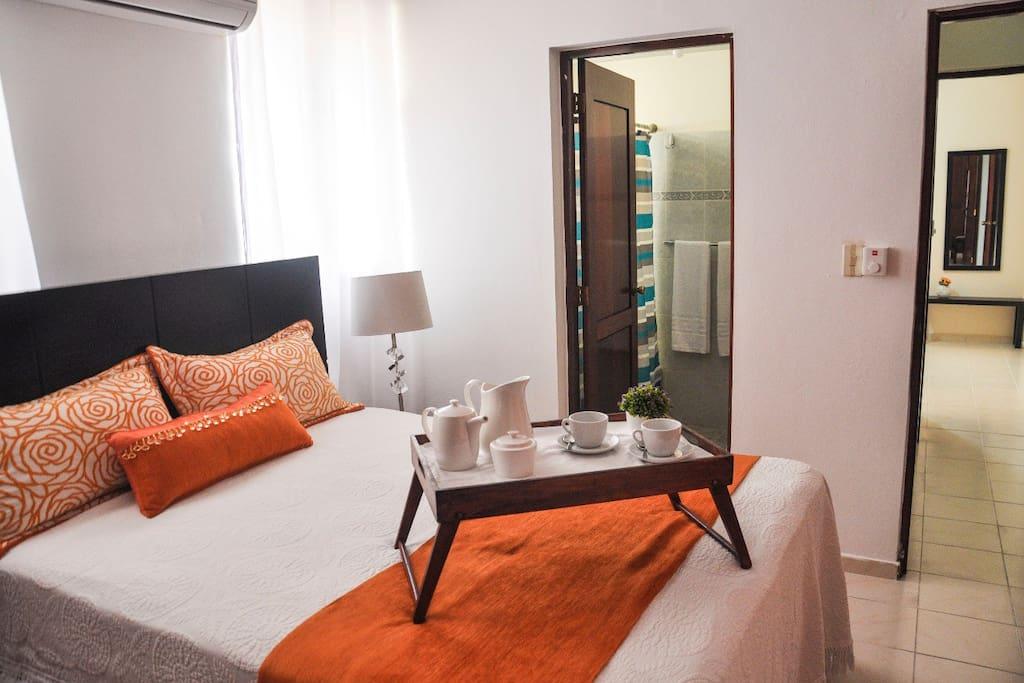 Te imaginas desayunando en la cama. Una experiencia inolvidable y llena de detalles, es lo que vivirás en este hermoso apartamento.