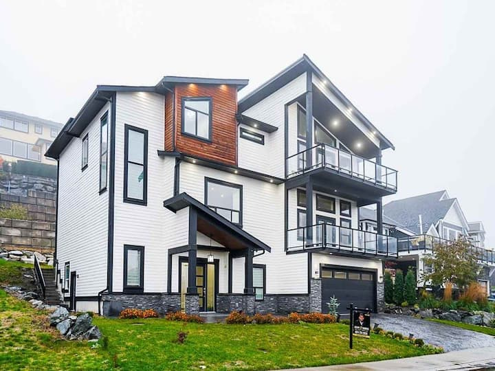 Gorgeous house on top of the mountain - Chilliwack