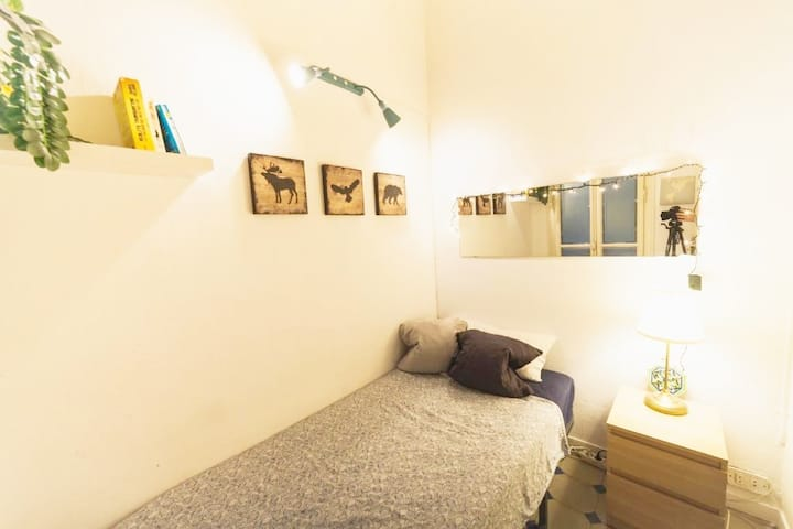 THE HIPSTEL GRAN VIA SINGLE ROOM SHARED WC