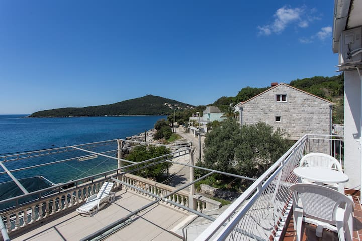 House Rašica - Studio with Balcony and Sea view