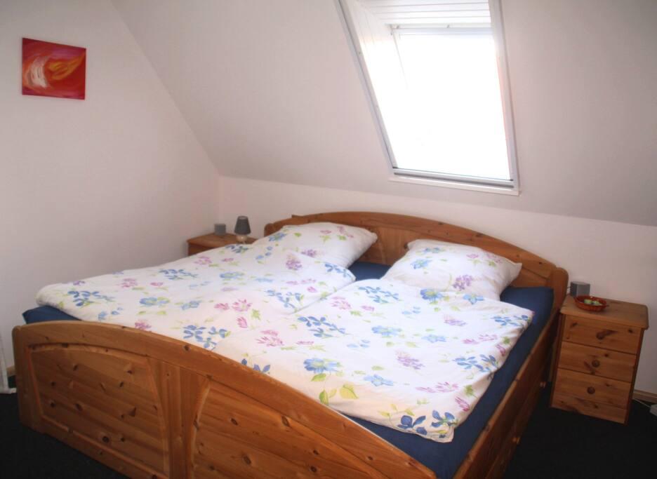 großes Bett 2x2 m