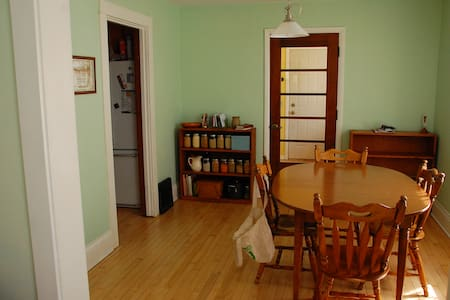Private Room on Near East Side - Casa