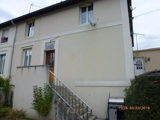 Maison/appartement de ville avec jardin
