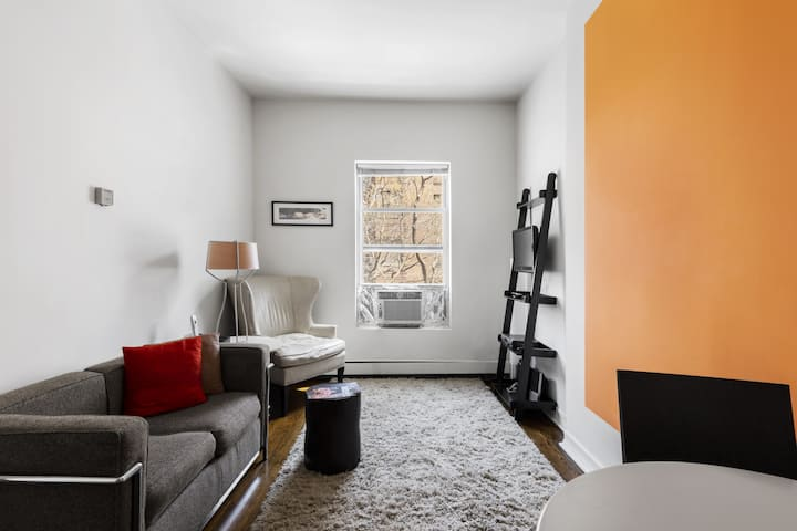 Quaint UES Apartment near Subways, Central Park, Museums