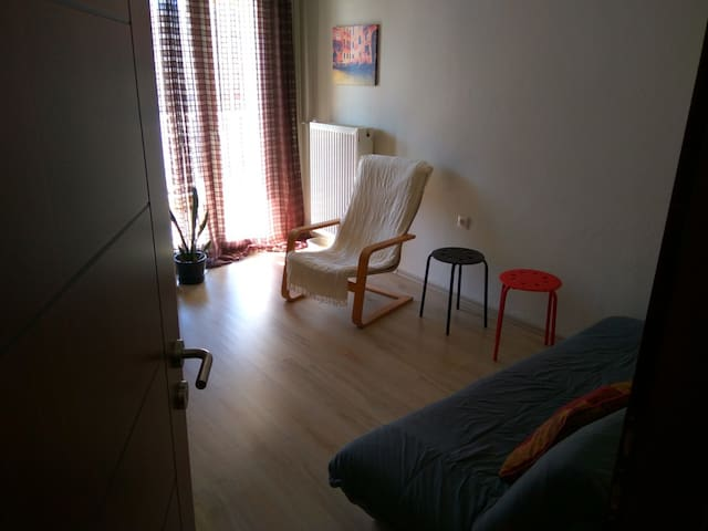 sunny room in the heart of the city! - Xanthi