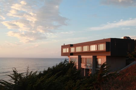 Casa Cliff. 3 suite frente al mar y la playa.