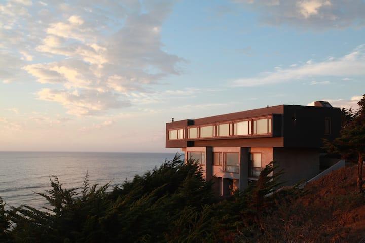 Casa Cliff. 3 suite frente al mar y la playa.