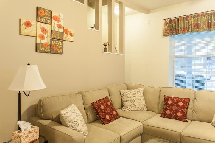 Grandma's Spare Room (W/O Grandma!) - Saint Louis