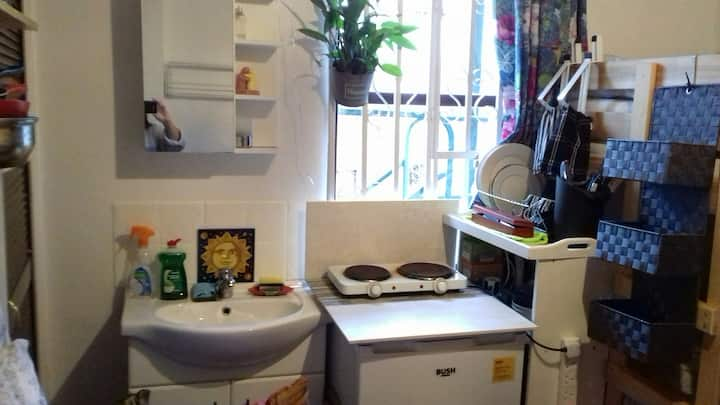 Room with Kitchenette in Heart of Dublin City Cntr