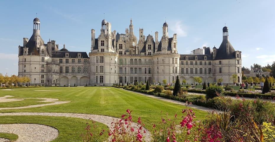 Chambord, le château à 3 kms par la piste cyclable
