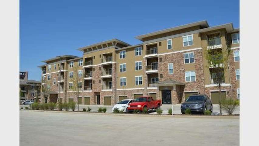 Cozy One Bedroom Apartment at Prairiefire - Overland Park - Huoneisto