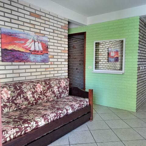Bombinhas/SC - Apartamento Mobiliado (150m do Mar)