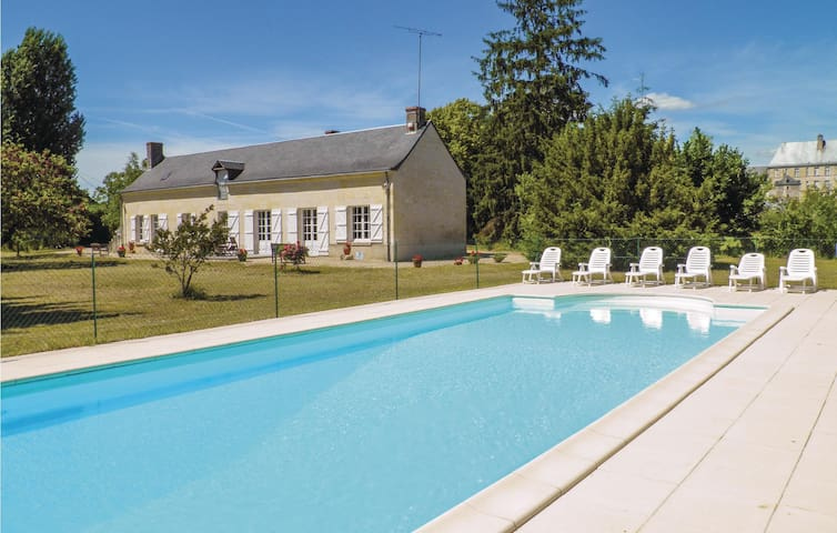 Holiday cottage with 4 bedrooms on 0 m² in Bourgueil