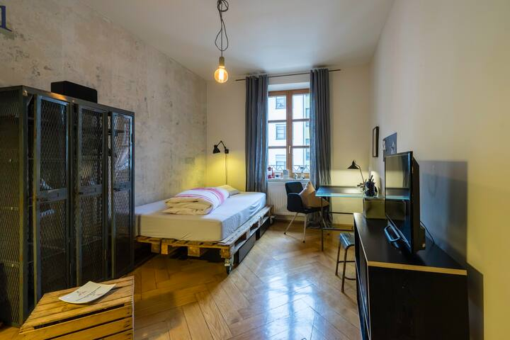 Quiet and cosy room - near to the Isar