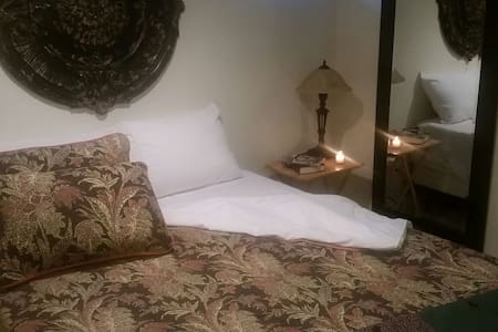 Cozy Dowtown Queen with Private Bath - Billings