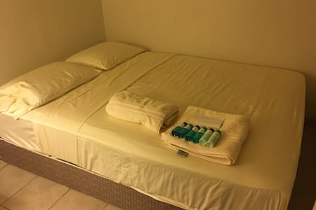 Queen Bed SM One - Safe, Clean at WoodCreek - Mililani - 獨棟