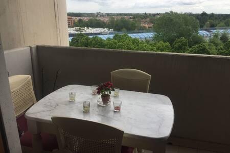 Stanza con balcone