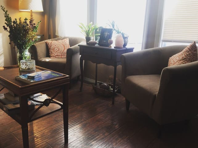 Artsy, cozy, and affordable room xx - Amarillo - Huis