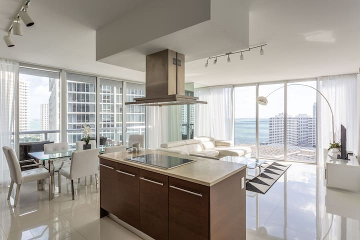 W RESIDENCES •FABULOUS CORNER TWO BEDROOM•FREE SPA