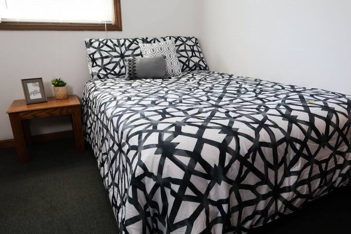 Private Bedroom on Campus (near County Market)
