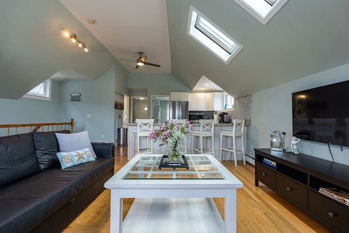 Downtown Newport Penthouse on Thames - Sleeps 7