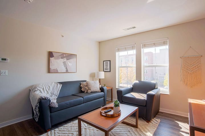 Cozy 1BR steps away from VU campus!
