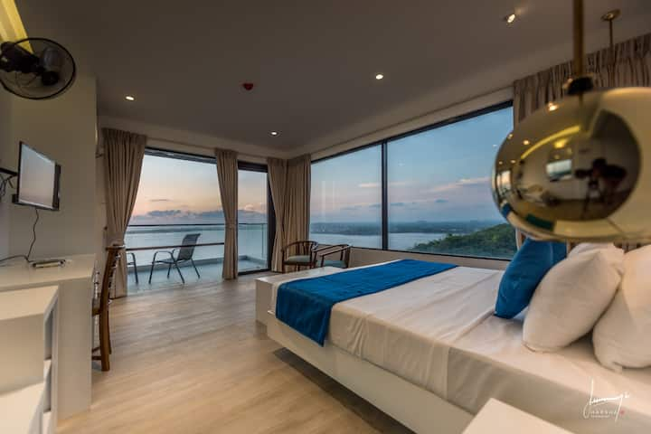 Deluxe Room with Stunning Views & Rooftop Pool
