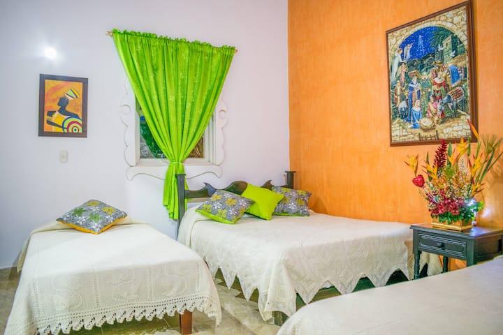 Preciosa habitación para 4 personas en Azulinas