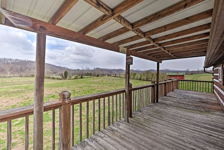 Rogersville Barn Apt on 27 Tranquil Acres w/ Pond!