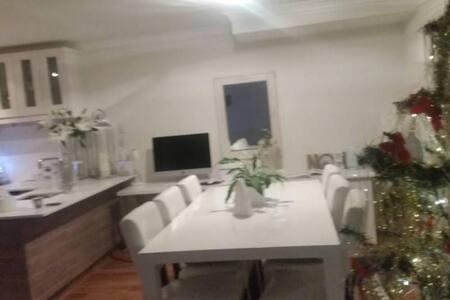 1 room great location! - Glendalough