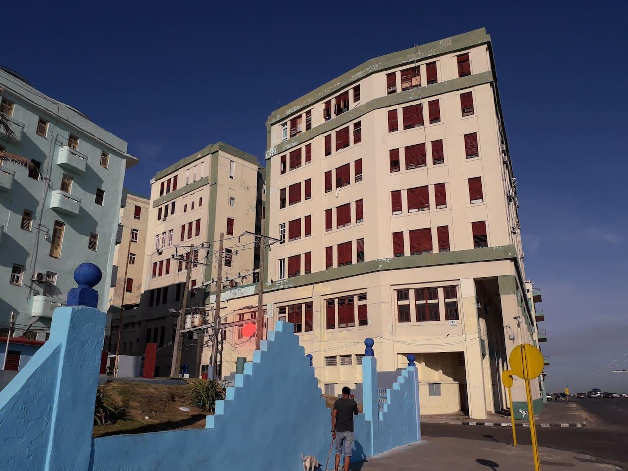Edificio Carreño. Punto naranja exterior de su apto.