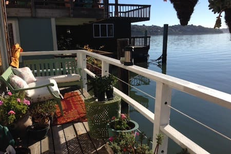 Sunny Floating Retreat To Share w Girl & Greyhound - Sausalito - Overig
