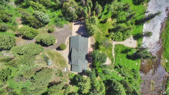 Off the Hook - Creek Frontage - Hot Tub - Pet Friendly - Private Wooded Property