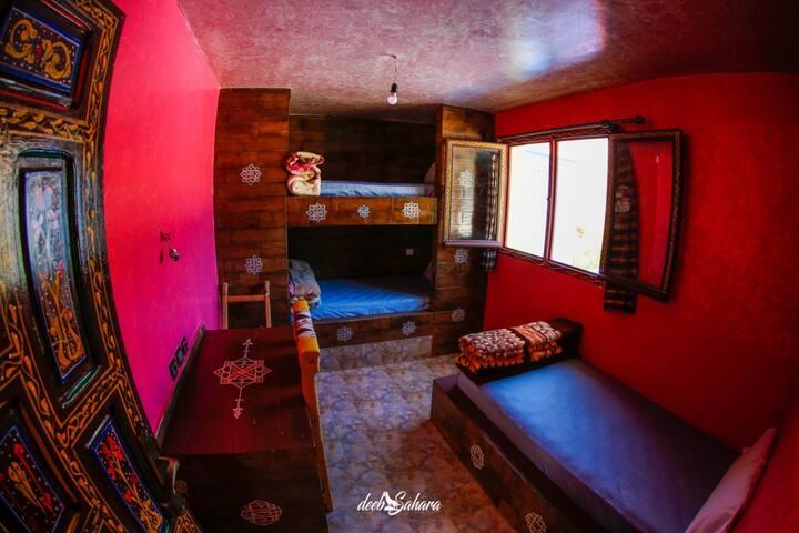 #2 Nice room with 3 beds / shared bathroom