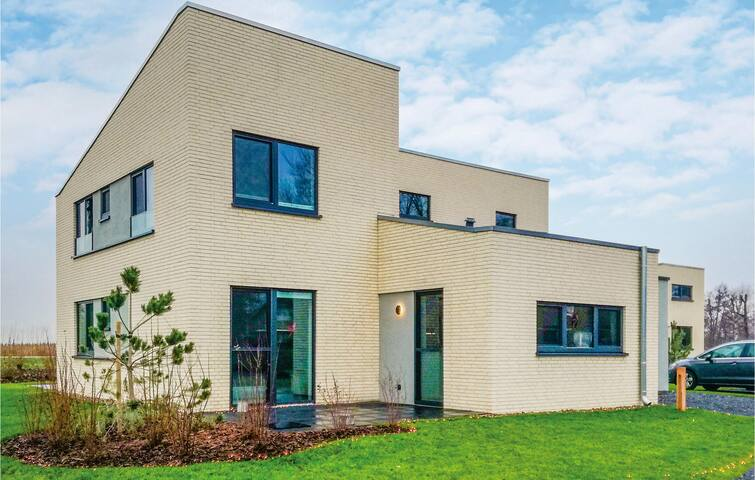 Nice home in Lembruch/Dümmer See with Indoor swimming pool, Sauna and WiFi