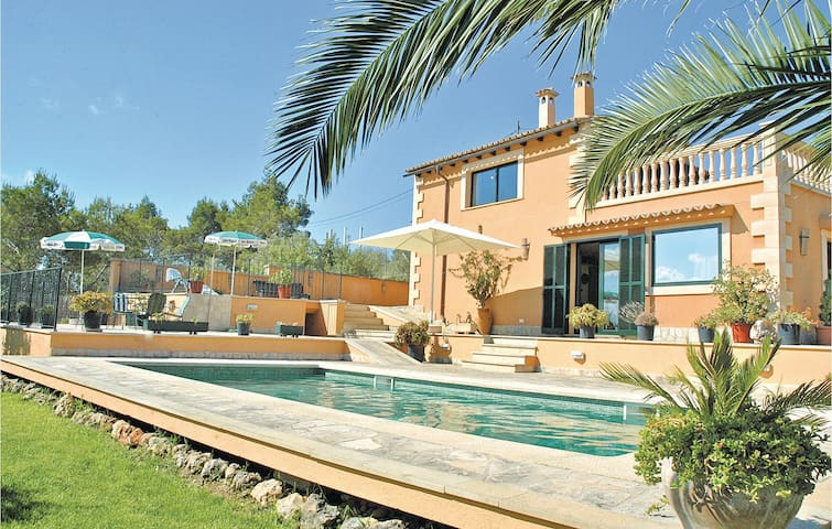 Holiday cottage with 3 bedrooms on 124m² in Santa Eugenia