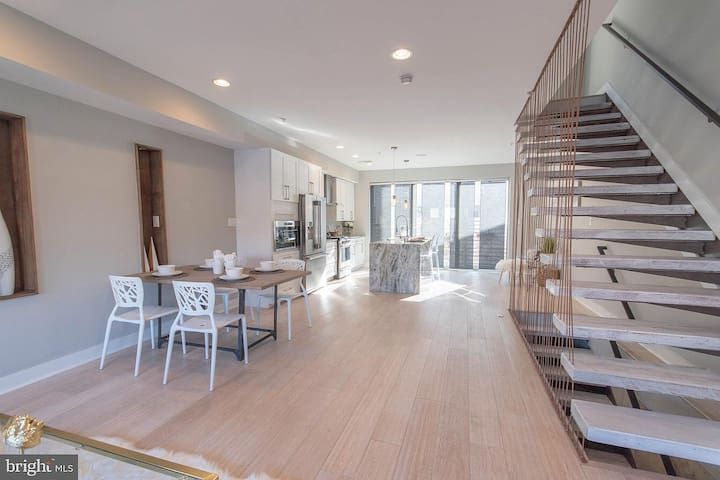 Luxury 3 story smart home | 360 views of the city