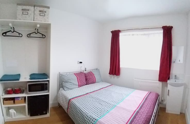 Double Room with easy access to London city