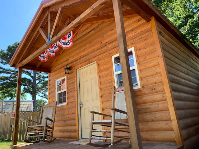 The Bunkhouse: sleep 8 in Eureka Springs, Arkansas