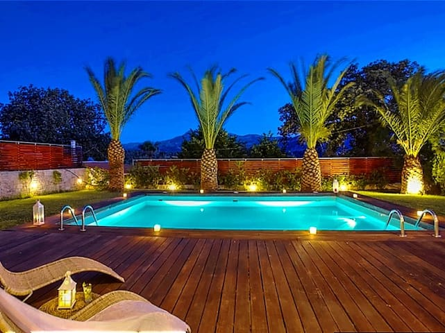 Stunning sea view villa on a 5-acre olive grove - Episkopi - Huvila
