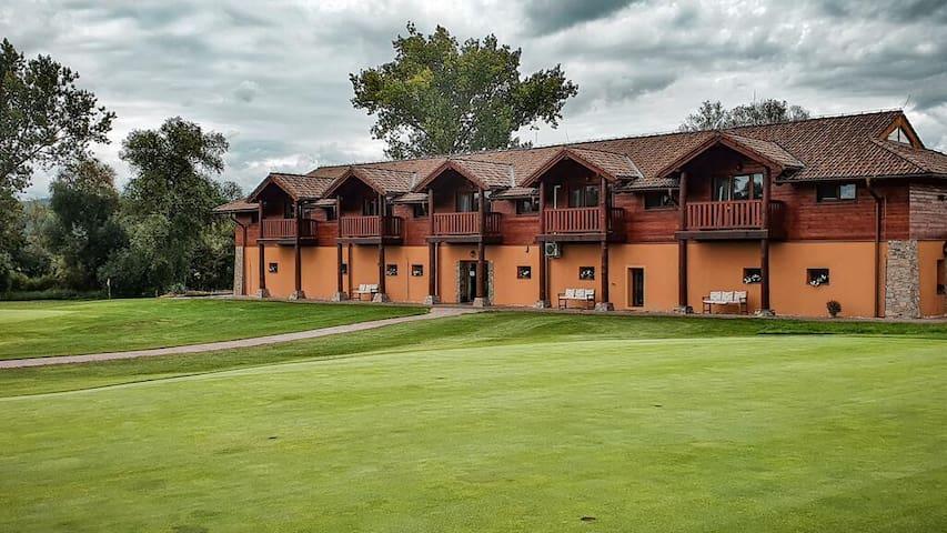 Tri Duby Golf Penzión