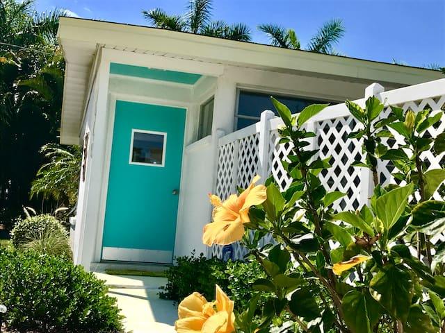 Florida Charm Getaway Cottage
