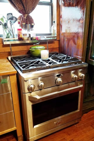 This convection oven will get you out of the kitchen quick!