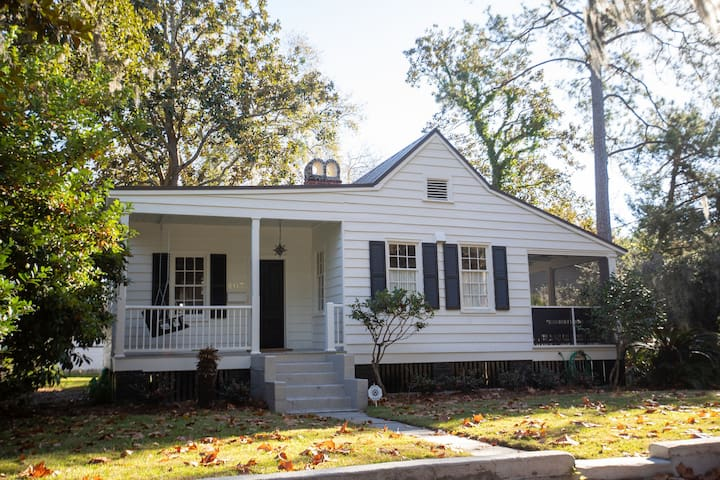 Newly renovated historic cottage downtown