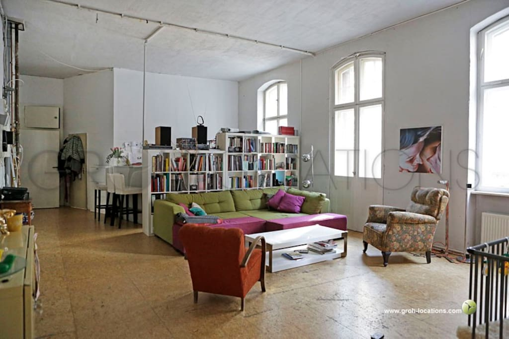 charming loft in the heart of kreuzberg lofts for rent in berlin berlin germany. Black Bedroom Furniture Sets. Home Design Ideas