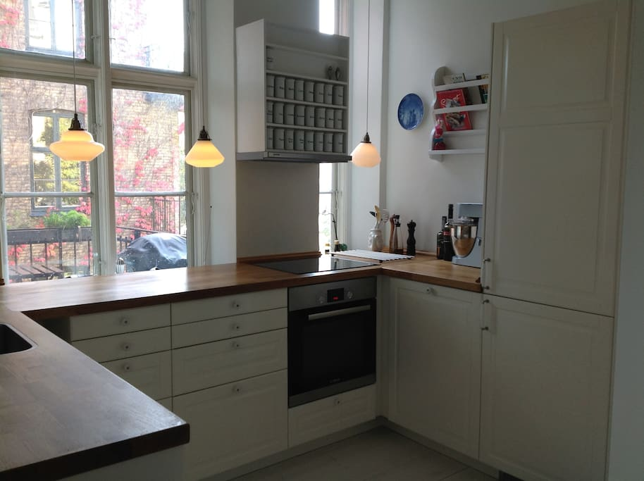 New kitchen with modern hob, oven, dish washer, microwave, refrigerator and freezer.