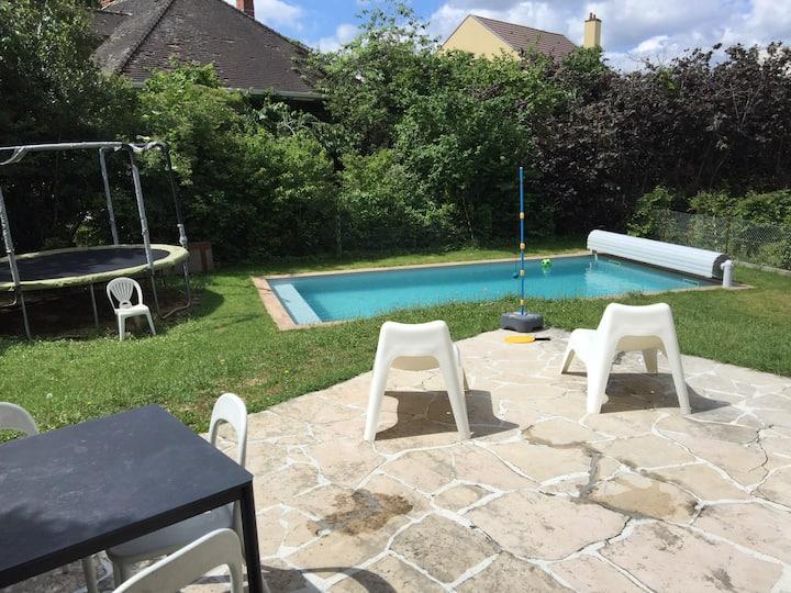 Maison familiale avec piscine en Bourgogne